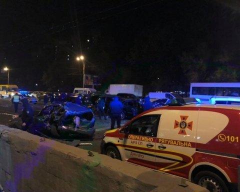 Масштабное ДТП в Днепропетровске: столкнулись десять авто, много пострадавших