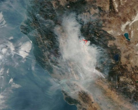 Страшные пожары в Калифорнии: NASA показала фото со спутника