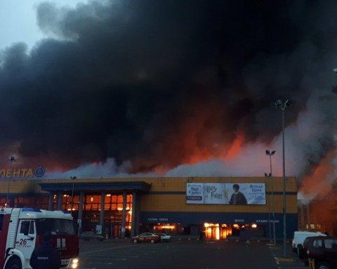 У Росії спалахнула масштабна пожежа: полум'я та стовпи диму потрапили на відео