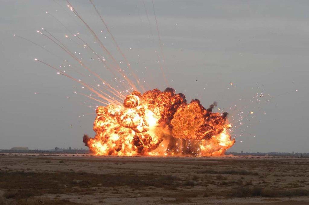 На Донбасі стався потужний вибух: з'явилися фото і відео моменту