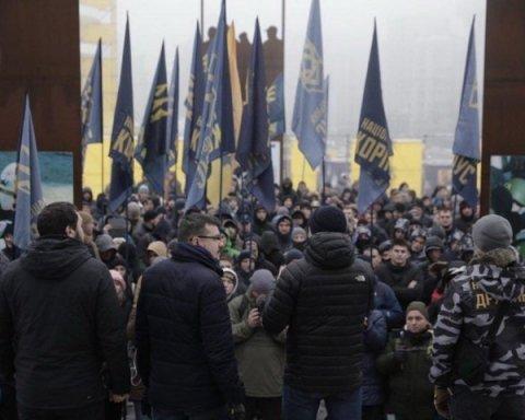 Военное положение в Украине: в Киеве началась масштабная акция протеста, озвучены требования