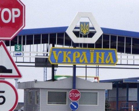 Тисячі українців застрягли на кордоні з Польщею