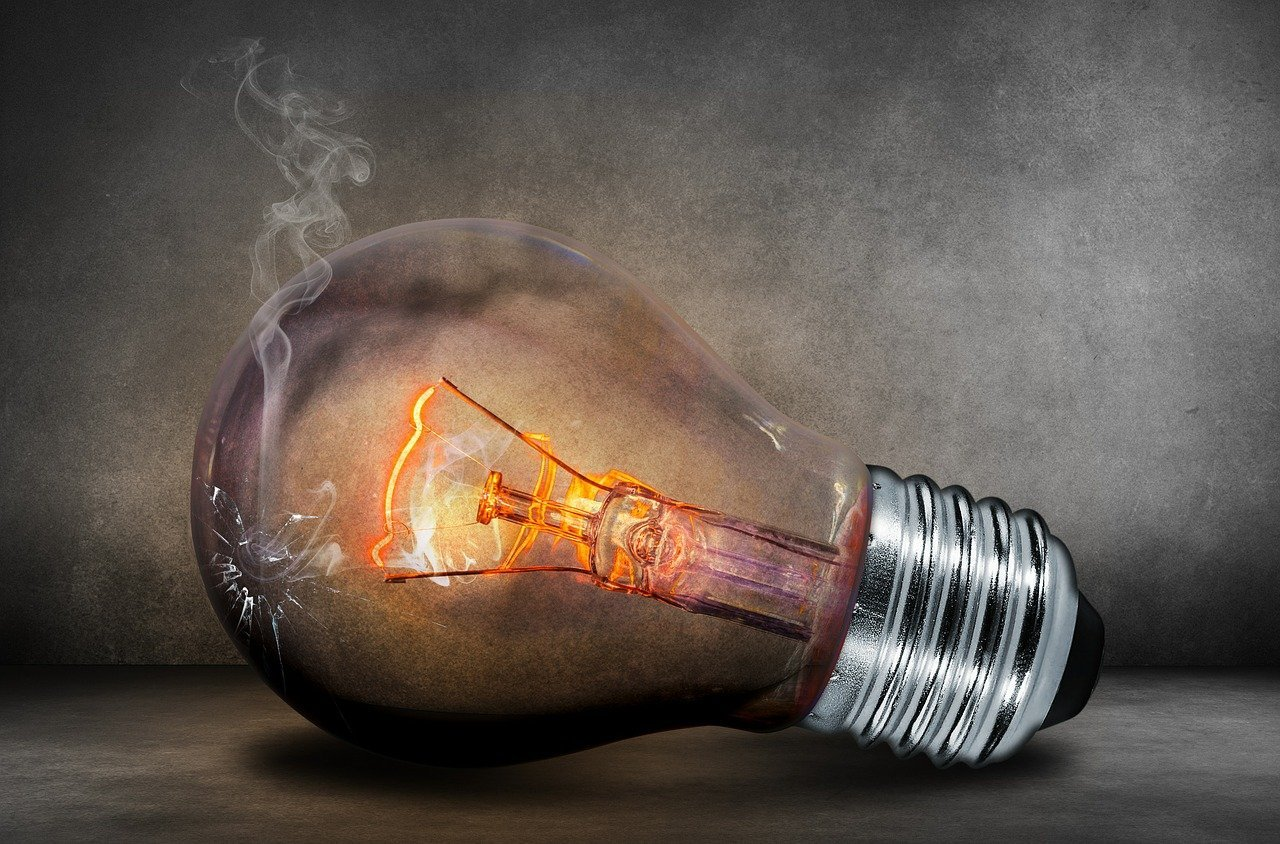 Українцям порадили готуватися до відключення світла: названо причину