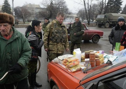 """Стало відомо, чим бойовики """"ДНР"""" заманюють на """"вибори"""": фото"""