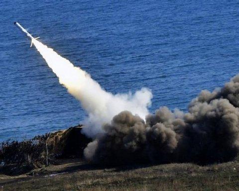 Окупанти стягують важке озброєння до берегів Криму: опубліковано відео