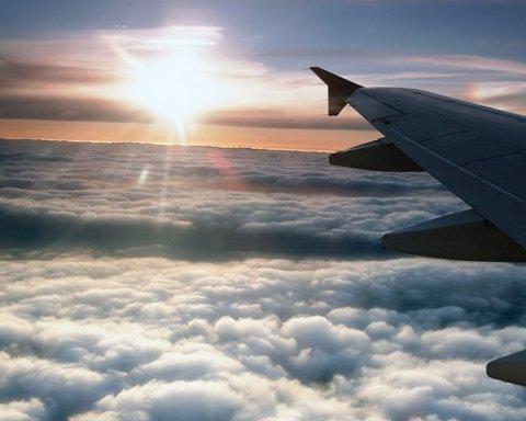 Популярну авіакомпанію в Україні позбавили права на перельоти: що сталося