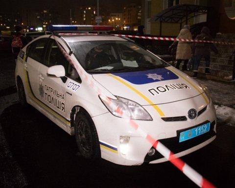 Моторошне самогубство: у Києві хлопець викинувся із запаморочливої висоти і ледь не вбив пішохода
