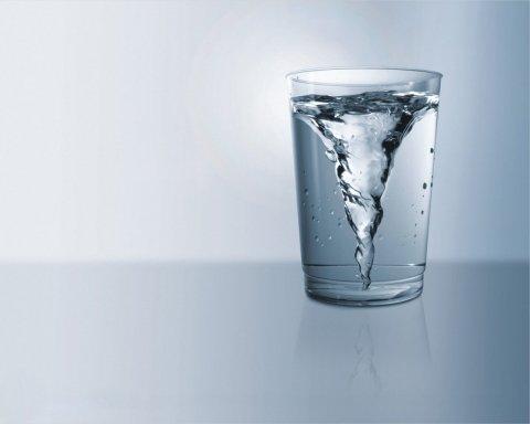 Як звичайна вода допоможе схуднути без дієт та тренувань: простий рецепт