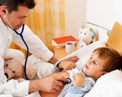 Болеют уже тысячи детей: Киев на пороге эпидемии