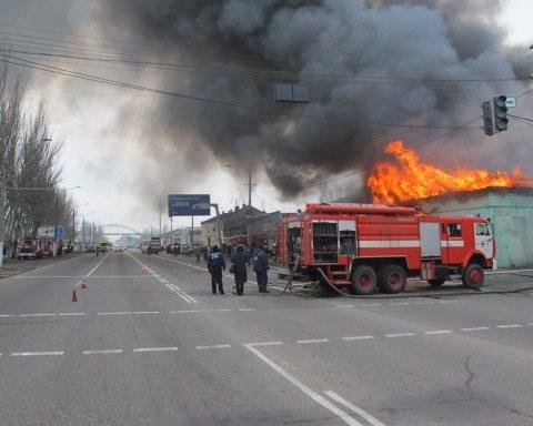 В Одесі спалахнула масштабна пожежа: опубліковано фото і відео