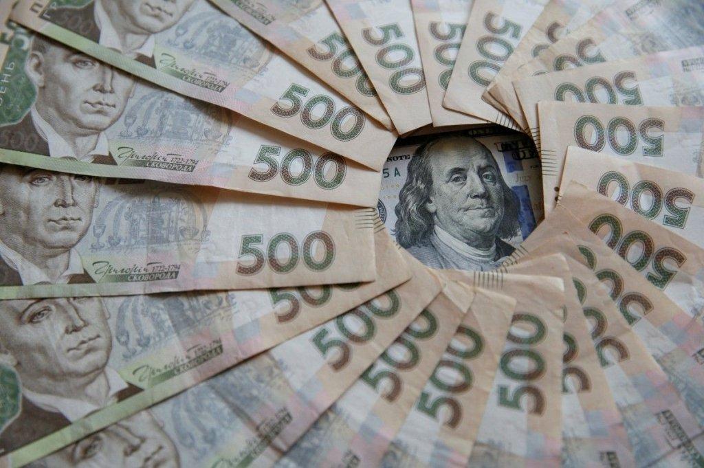 Долар опустився до психологічної позначки: курс валют на 20 травня