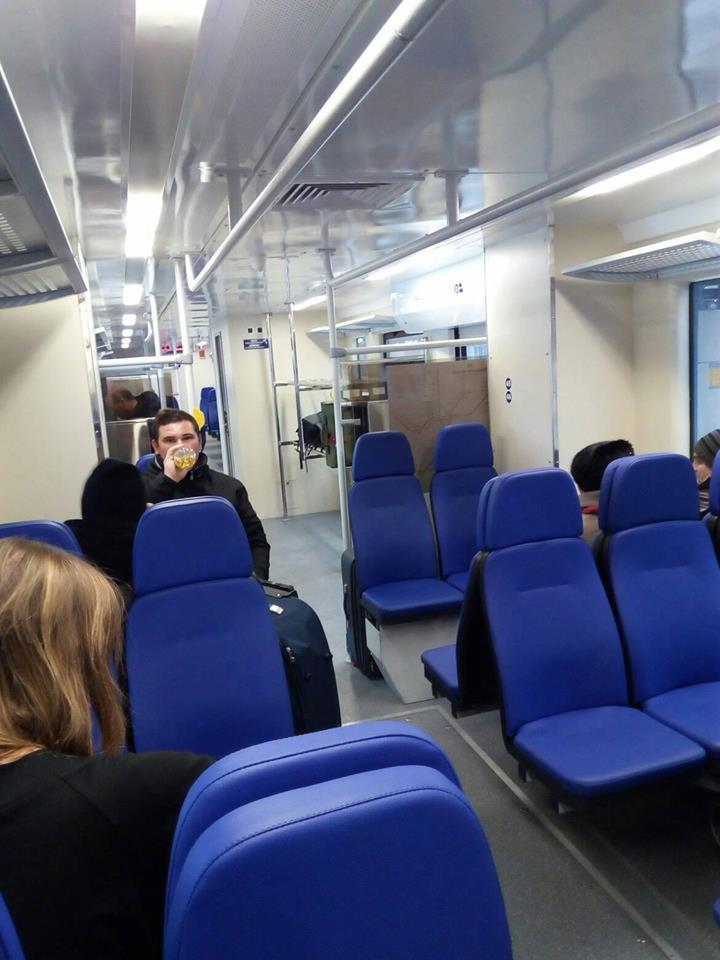 Експрес Київ – Бориспіль знову зламався: пасажири показали фото