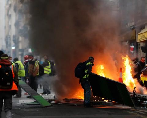 У центрі Європи проходять масові протести: сотні затриманих та поранених