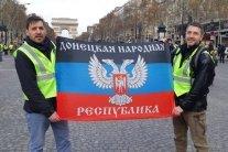 """Названо імена тих, хто розгорнув прапор """"ДНР"""" у Парижі"""