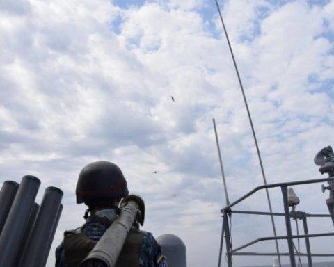 Украинские военные показали видео, на котором отражают «атаку» с моря