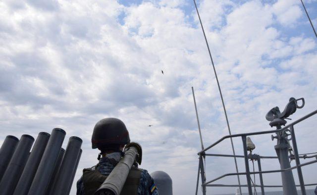 """Українські військові показали відео, на якому відбивають """"атаку"""" з моря"""