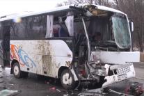 Автобус з пасажирами зіткнувся з вантажівкою на українській трасі, багато постраждалих