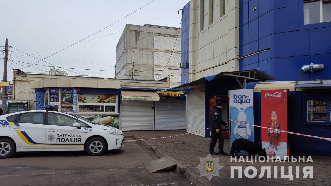 Сотні людей терміново евакуюють: у центрі Одеси шукають вибухівку
