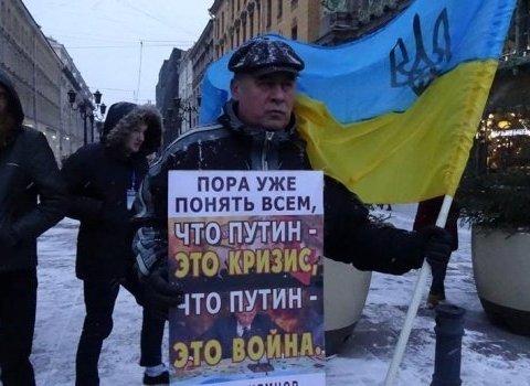 В Росії люди вийшли протестувати з прапорами України: з'явилися фото