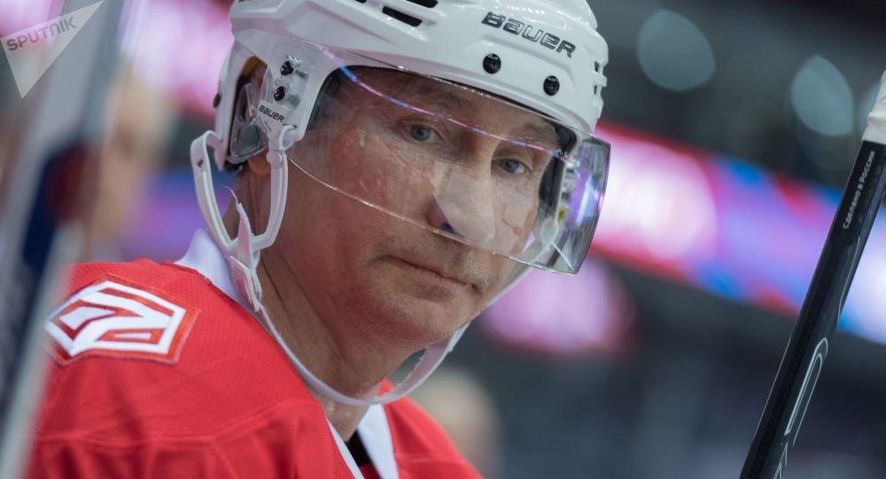 Путін став хокеїстом і потрапив на відео: в мережі жорстко посміялися