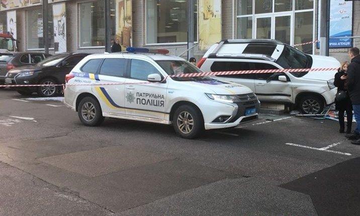 Біля посольства Росії в Києві сталася стрілянина: фото та відео