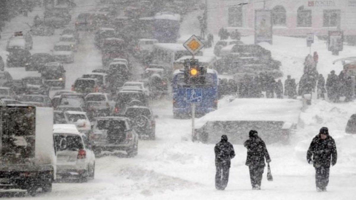 """Негода у Києві: стало відомо про перших """"жертв"""" снігопаду"""