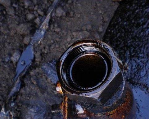 На Закарпатті стався прорив нафтопроводу, почався витік нафти: деталі НП