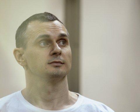 Без звонков и комната на 70 человек: в каких условиях живет пленник Кремля Сенцов