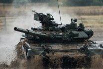 З'явилися відео і фото танків, які Росія стягнула до кордону України