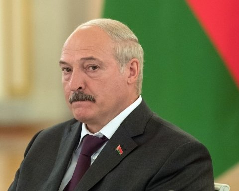 Пришлось извиняться перед хозяином: появилось видео с Лукашенко после встречи с Путиным