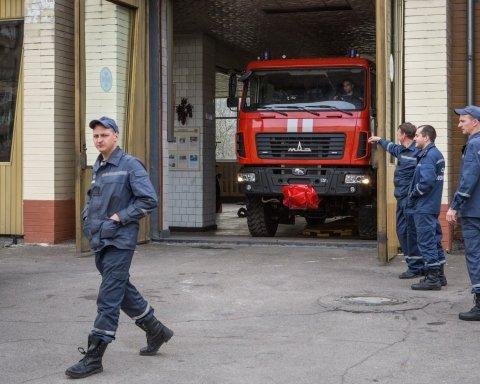 В Киеве загорелась сцена одного из театров: кадры с места ЧП