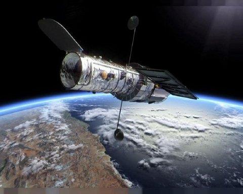 """Телескоп Hubble зробив неймовірне фото """"різдвяного вінка"""" в космосі"""