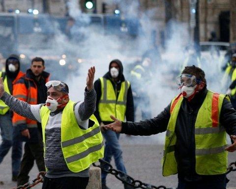 """Протести у Франції: у мережі вказали на цікаву деталь з """"російським слідом"""""""