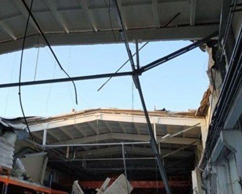Обвал даху заводу в Росії: жахливий момент потрапив на відео