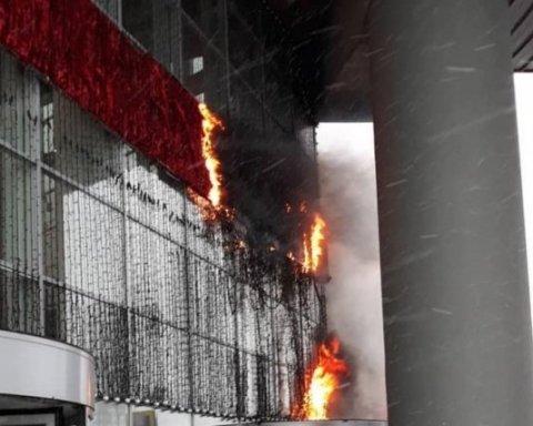 В Москве вспыхнул крупный пожар, идет эвакуация: кадры с места ЧП