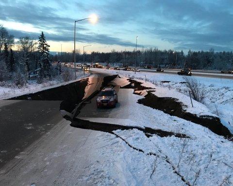 Землетрясение на Аляске: впечатляющие последствия попали на фото и видео
