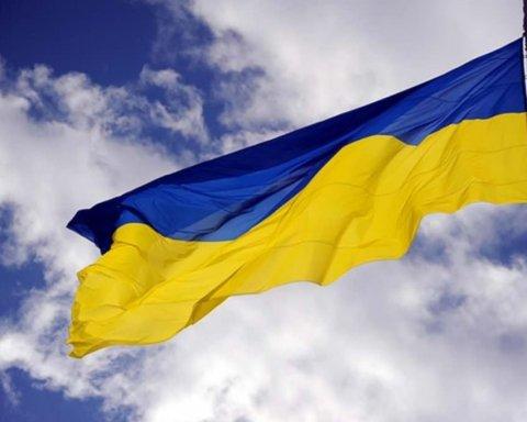 У центрі Петербурга з'явився прапор України: відео того, що з цього вийшло