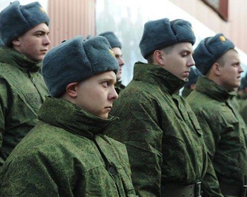 """Російські окупанти забрали кримчан в свою армію: названо кількість """"призовників"""""""