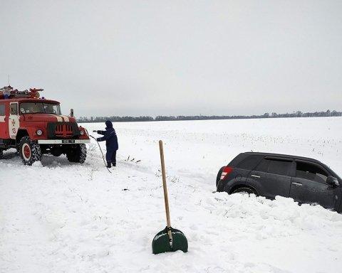 Снігопади в Україні: що відбувається у заблокованій Полтавській області