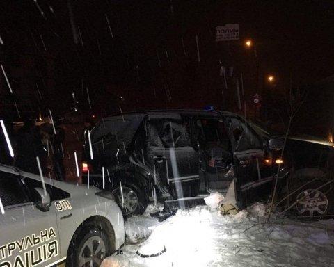 Таранив кордони із поліцейських авто: у Рівному копи ловили нахабного порушника