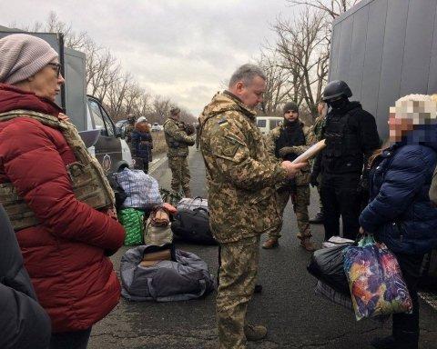 """Україна отримала від бойовиків 13 засуджених, які перебували у в'язницях """"ДНР"""""""
