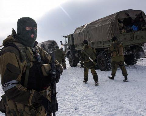 """Бойовики """"ДНР"""" показали цинічне відео з полоненим українським військовим"""