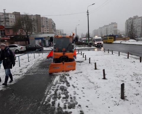 Пробки и отмененные авиарейсы: как сильный снегопад парализовал Киев