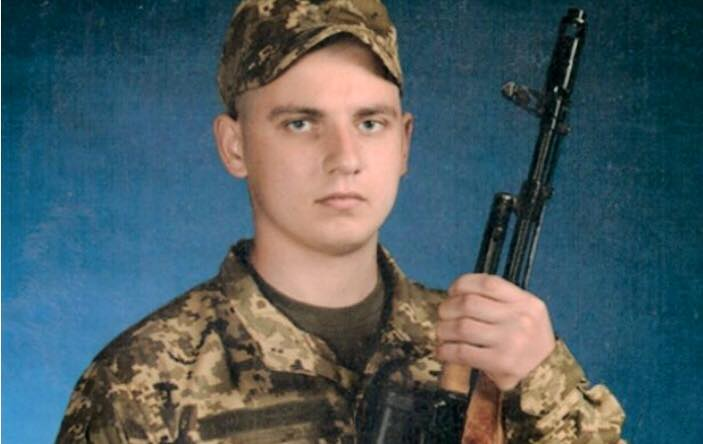 Мережу зворушило фото молодого бійця ЗСУ, який загинув на Донбасі