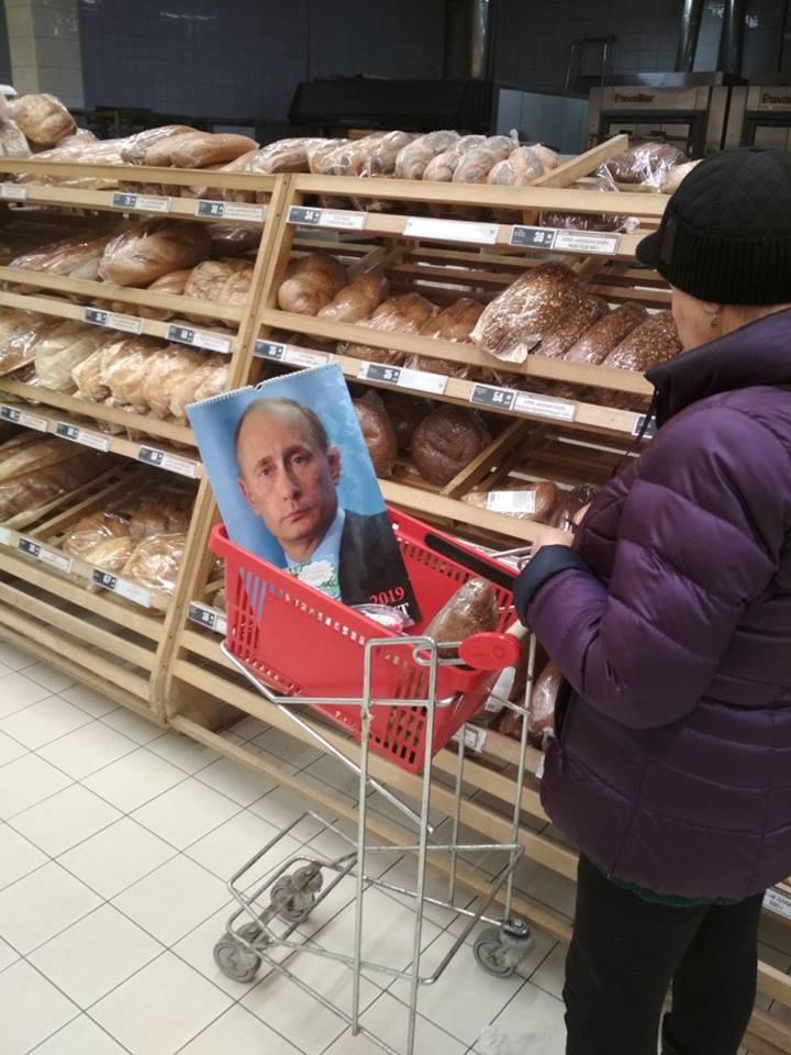 Хліба не треба, якщо є Путін: у мережі показали кумедне фото з Росії
