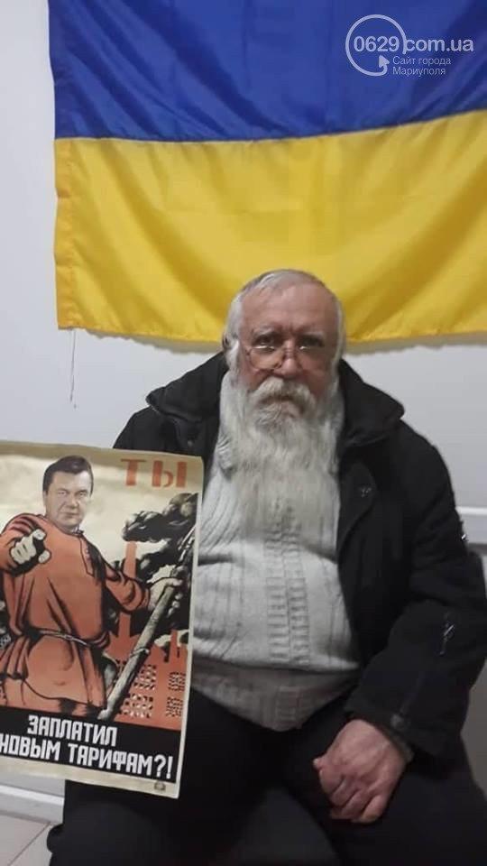 В українському місті розклеїли плакати з Януковичем: з'явилися фото і відео