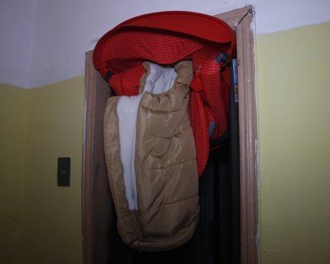 В Киеве произошло ужасное ЧП с младенцем в лифте: фото с места