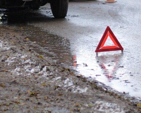 Из-за скандала с пассажиром водитель маршрутки протаранил полицейский автомобиль