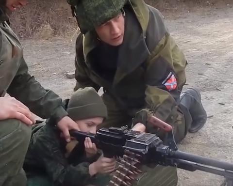 """Як бойовики """"ЛДНР"""" навчають дітей вбивати та ненавидіти: моторошні деталі"""