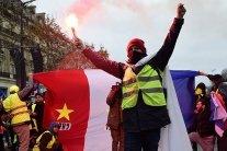 Причастность РФ к протестам во Франции: в Кремле устроили истерику